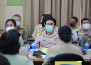 ผู้อำนวยการโรงพยาบาลชุมพรเขตรอุดมศักดิ์ ร่วมประชุมคณะกรรมการจังหวัดชุมพร ณ ห้องประชุมเกาะเสม็ด. ชั้น 4 ศูนย์ราชการจังหวัดชุมพร